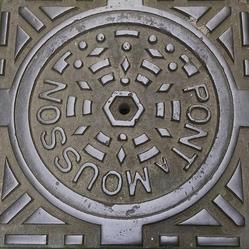 Pont-á-Mousson manhole