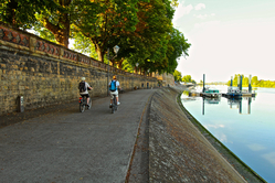 Thionville bike path next to Moeselle