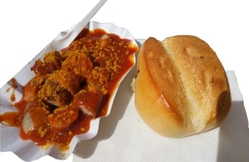 Currywurst-mit-brötchen