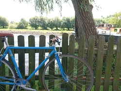 Peene river, old bike and Merlijn
