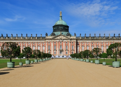 """East meets West Germany tour 